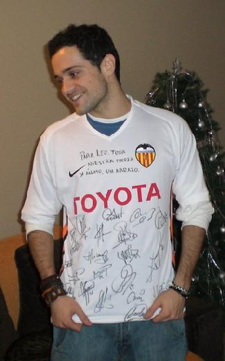 20070422105354-leo-camiseta-valencia.jpg